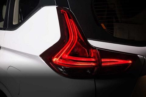 Đèn hậu LED hình chữ L